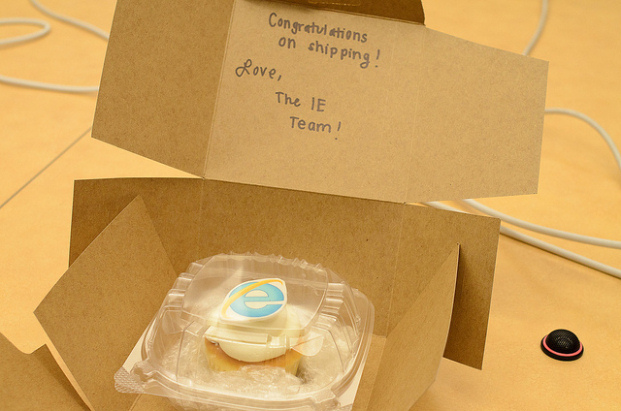 Microsoft Sends Mozilla A Cupcake